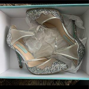 Pre Owned Betsy Johnson Stella Heels